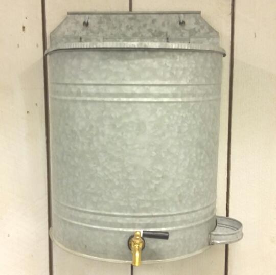 vattenbehållare med kran